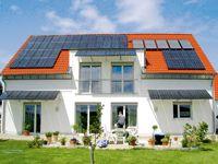 Auch wenn die Förderung von Sonnenstrom sinkt, bleibt eine Photovoltaik-Anlage attraktiv. Sie macht Bauherren unabhängiger vom öffentlichen Stromnetz und trägt zur Energiewende bei.
