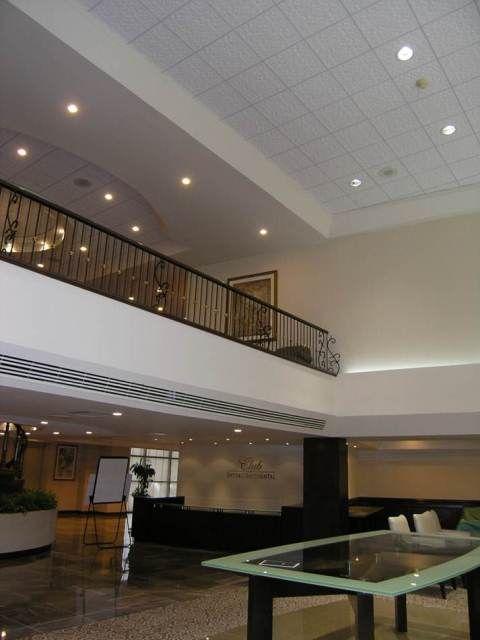 Dise o de interiores para hoteles en plafones y paredes for Plafones para pared