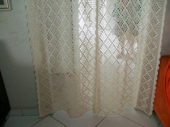 Cortina em crochê para porta  Fio barbante  Cor crú  Largura 1.20 cm e altura 2.18 cm  Fazemos em vários tamanhos e cores.