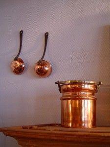 Vous avez des objets en cuivre: casseroles, bassines, poignées de porte, chandeliers, pièces… et vous voulez un moyen de les nettoyer ou de les détacher?Découvrez dans cet article la recette …