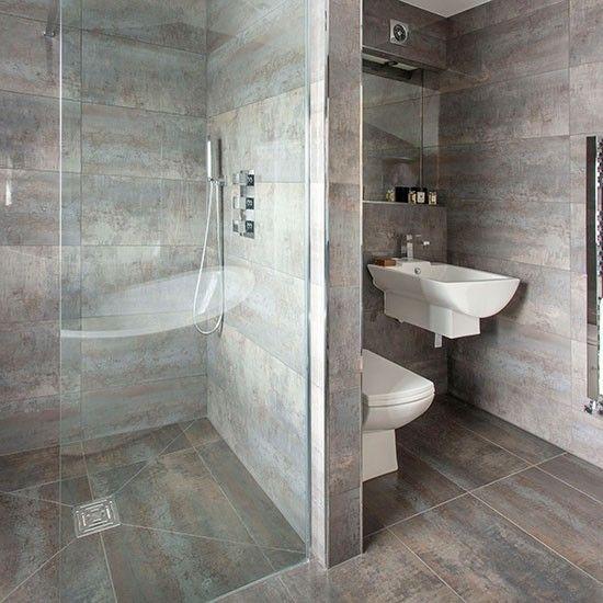 dunkelgrau gefliestes bad mit begehbarer …wohnideen badezimmer