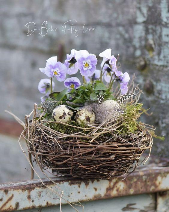 Пасхальная цветочная композиция в гнезде Easter floral arrangement in a bird nest