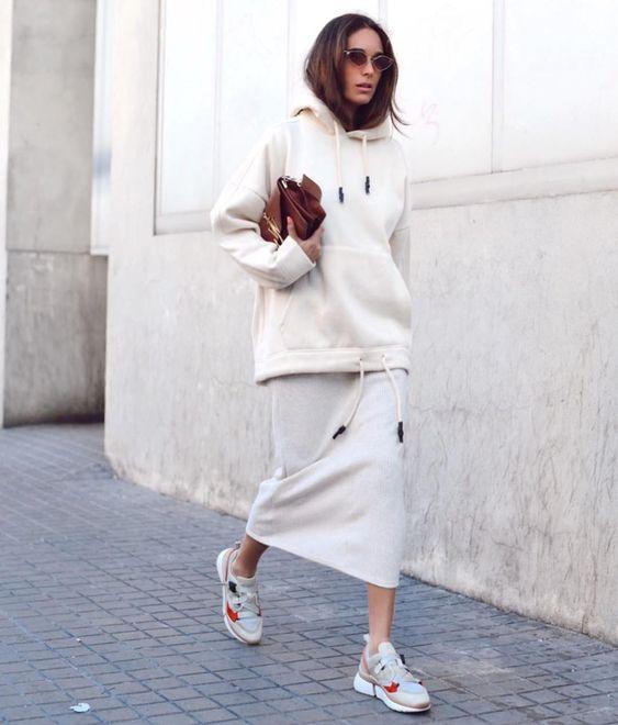 "BCN Street Style on Instagram: ""Vestido y sudadera de Zara con sneakers 🙌🏻🙌🏻🙌🏻📸 @stellawants2die"""