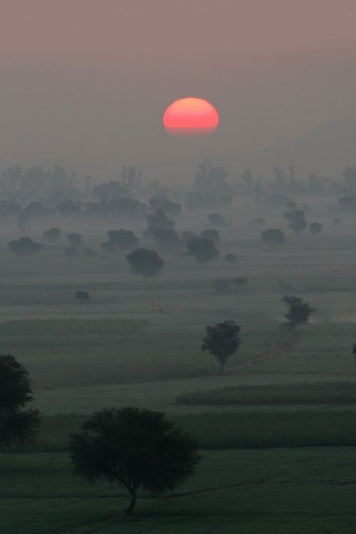 Kesroli, Rajasthan, India (by claude Gourlay)