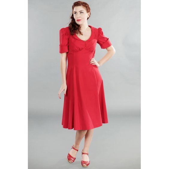 Delizioso vestito rosso in stile lindy hop, con scollo arrotondato e maniche corte leggermente a sbuffo.