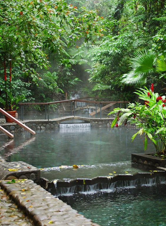 Aguas termales en La Fortuna, Costa Rica.