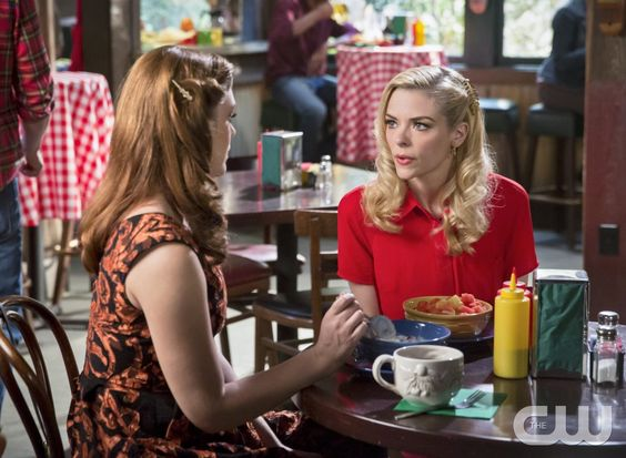 "Hart of Dixie -- ""Stuck"" -- Image Number: HA321a_136b.jpg -- Pictured (L-R): Kaitlyn Black as Annabeth and Jaime King as Lemon -- Photo: Dale Berman/The CW -- � 2014 The CW Network, LLC. All rights reserved.pn"