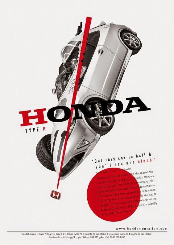 Kuvassa auto tippuu viistosti alaspäin, ja muuten mustavalkeaan kuvaan on tuotu tehostetta punaisella värillä.