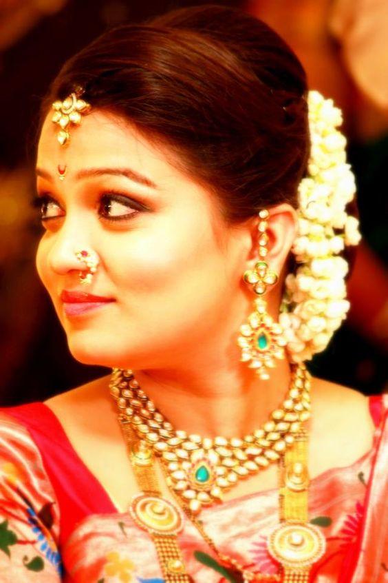 Marathi Bridal Makeup And Hairstyle : Beautiful bride marathi weddings lagna