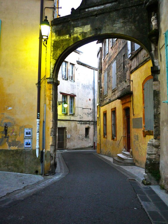 even alleys are more attractive in southern france
