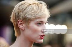 Elizabeth Debicki short blond hair