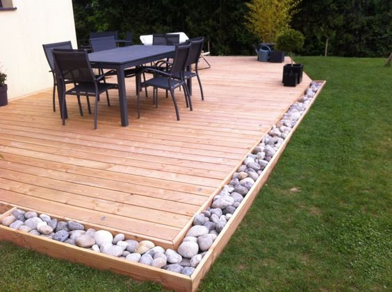 Photo galets mis en place deco pinterest lieux for Idee deco terrasse bois