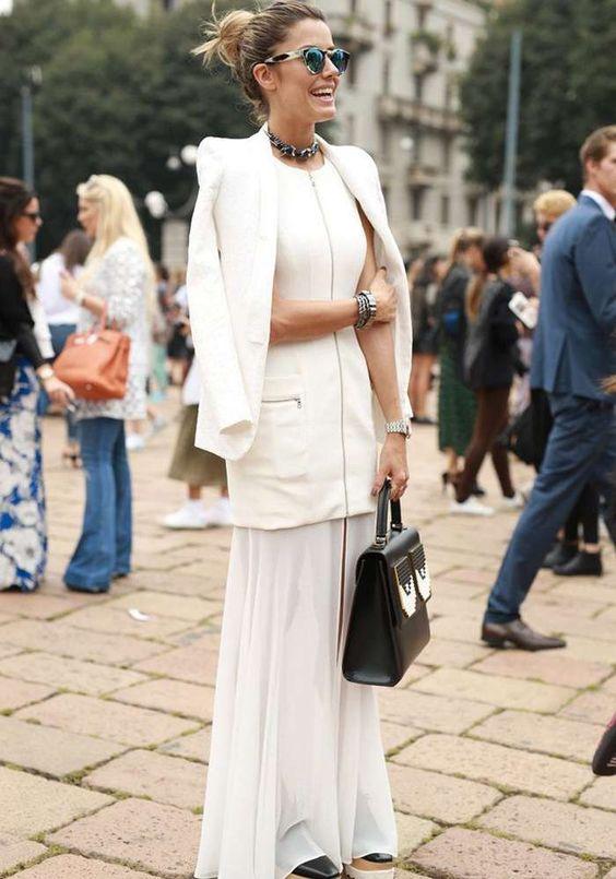 Un #total #white molto d'effetto con una lunga #gonna. Gli #accessori in questo #look sono molto importanti, perchè rendono il tutto più fresco e chic. #fashion