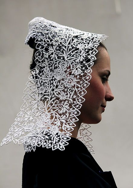Costume breton - Wikipédia - famous for their lace and quilted detailing