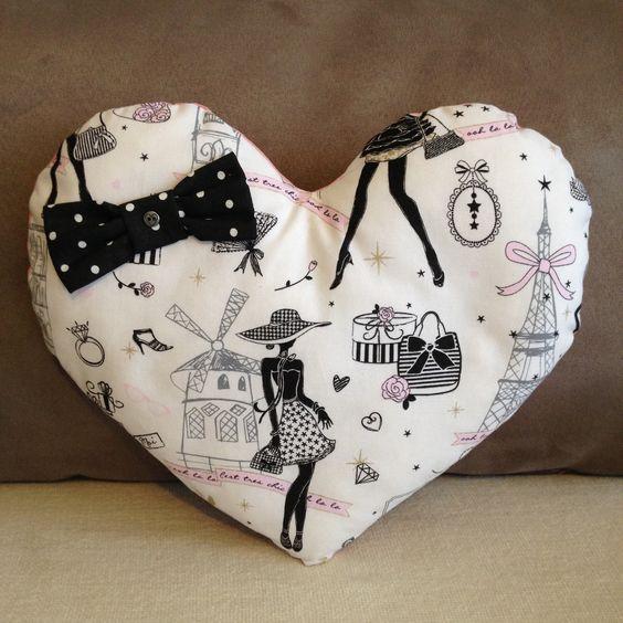 coussin coeur la parisienne chic et r tro n 3 tissu noir pois et son noeud assorti. Black Bedroom Furniture Sets. Home Design Ideas