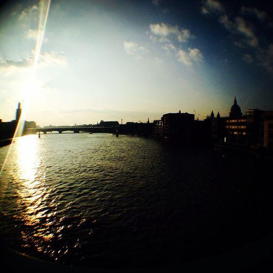 Setting sun on the River Thames, London alissavaldenassi.com