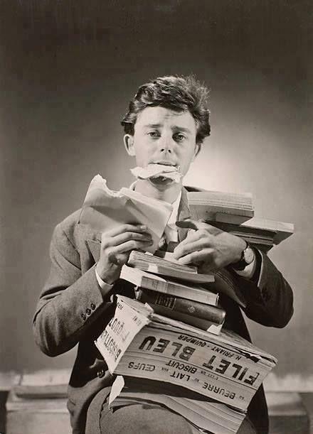 """""""Lire, c'est boire et manger. L'esprit qui ne lit pas maigrit comme le corps qui ne mange pas."""" - Victor Hugo  Photo : Gérard Philippe, 1949-1950, campagne pour la lecture par Lucien Lorelle"""