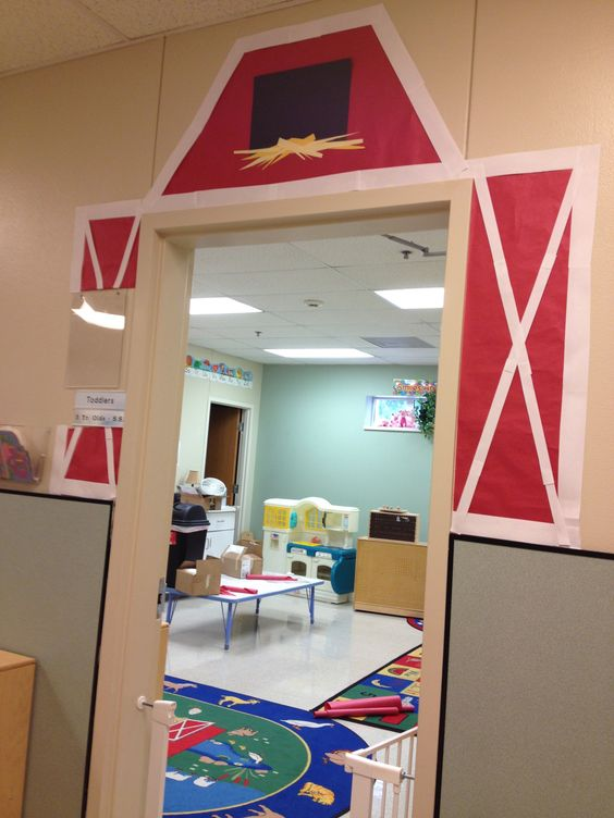 Barn door idea for classroom farm theme prek inspiration for Farm door ideas