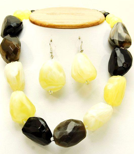 collar cuero-Distribución de complementos y accesorios de moda