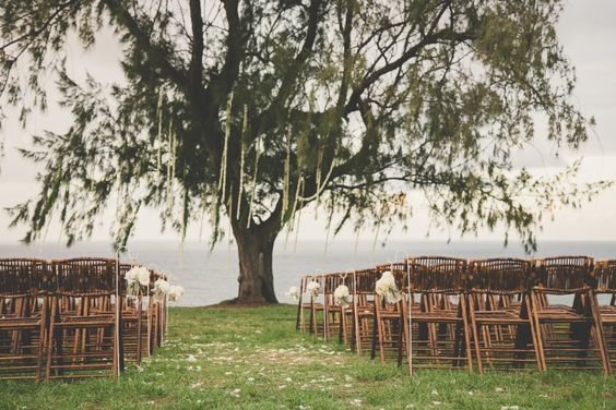 Rustic Cliffside Ceremony / Danny & Tori / Real Wedding: Effortless Beauty in Hawaii / Photographed by Maui Maka Photography / View full post on The LANE