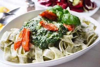 Das Spinatnudeln mit Tomaten Rezept ist ein Geheimtipp in der italienischen Küche.
