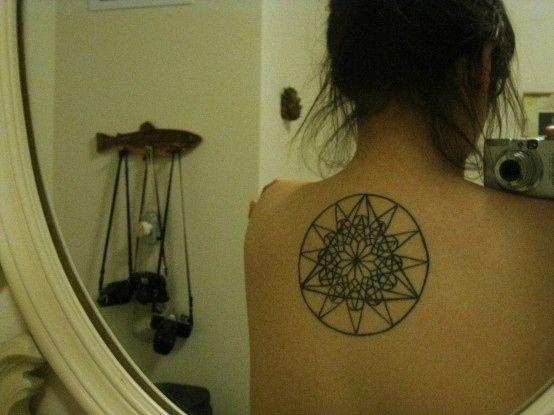 Inspire-se com 75 tattoos geométricas para embelezar ainda mais seu corpo. *-*