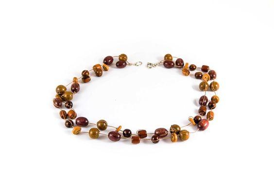 Collier en perles de bois de différents tons de Carpe Diem Création sur DaWanda.com