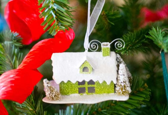 How to decorate your Christmas Tree with ornaments and trimmings  on Discover, a blog by World Market >> #WorldMarket #Holiday #JoytotheWorldMarket