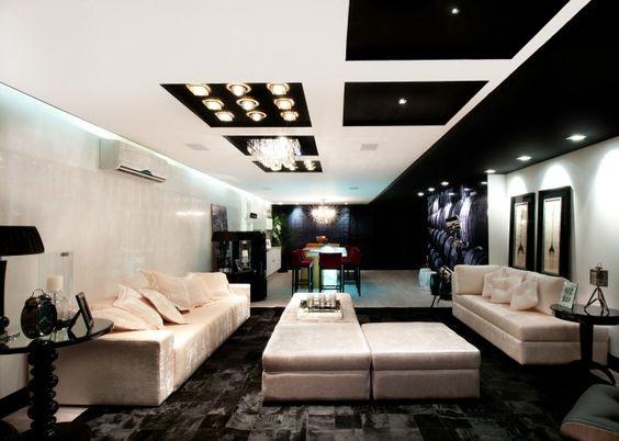 RIC Lounge. A arquiteta Vera Theodorico e o arquiteto e urbanista José Fernandes exploraram várias texturas acolhedoras do branco, nestes 70m².
