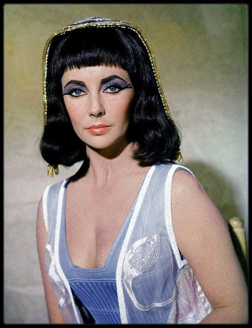 Rare And Beautiful Color Photos Of Elizabeth Taylor Portrayed The Egyptian Queen Cleopatra Elizabeth Taylor Cleopatra Elizabeth Taylor Young Elizabeth Taylor