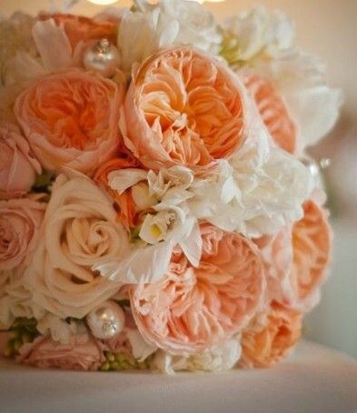 @Sidney Chiu Chiu Davis Cabbage rose bouquet, love the giant pearl pins and everything else about this one