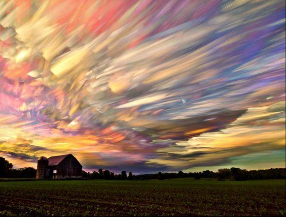 El fotógrafo canadiense Matt Molloy emplea una técnica enormemente sencilla basada en el multidisparo y el conocido efecto time-lapse.