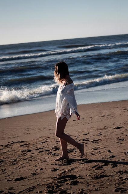 30 IDEAS DIVERTIDAS Y ORIGINALES PARA TOMAR FOTOS EN LA PLAYA | Mary Wears Boots