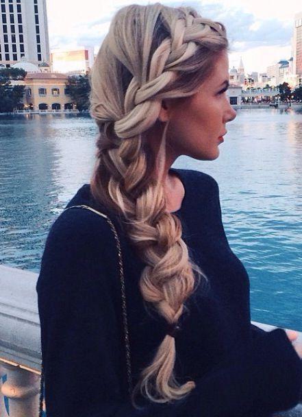 Incredible hair.  Look how big it is!!  Wow...