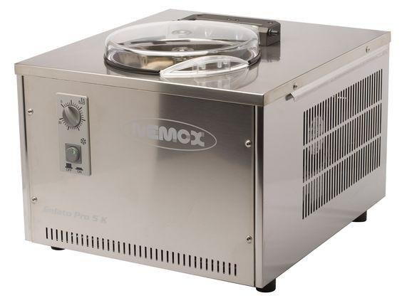 De Nemox Gelato Pro 5K is een zelfvriezende ijsmachine met een roestvrijstalen behuizing. De binnenbak heeft een inhoud van 3,2 liter. De machine produceert 1,5 kg ijs in 12 - 15 minuten en 5 kg ijs in een uur.