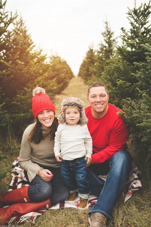 Family Photo Ideas Christmas Card Christmas Tree Farm Poses Marielle Marie Photography Family Session Family Photography Family Photos