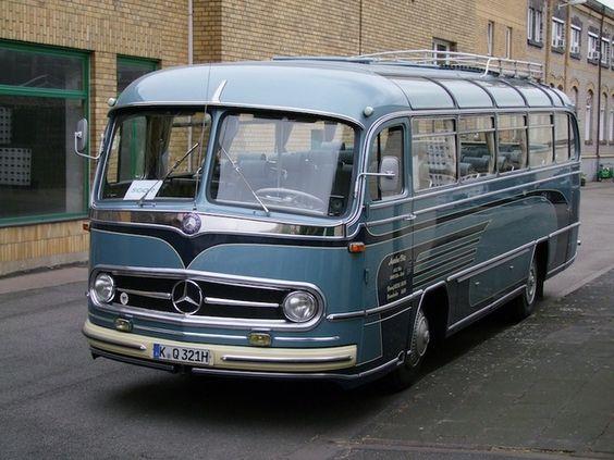 Nostalgiefahrt durch Hamburg im Oldtimer-Bus