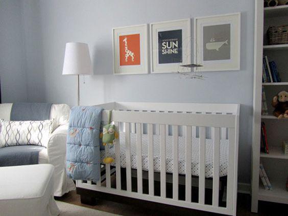 Une chambre denfant en bleu et gris