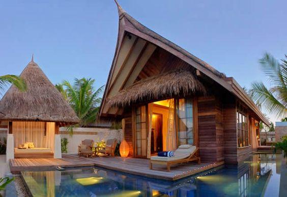 Jumeirah Vittaveli -  Luxury resort in Maldives. Watch: http://destinations-for-travelers.blogspot.com.br/2015/02/jumeirah-vittaveli-maldives.html