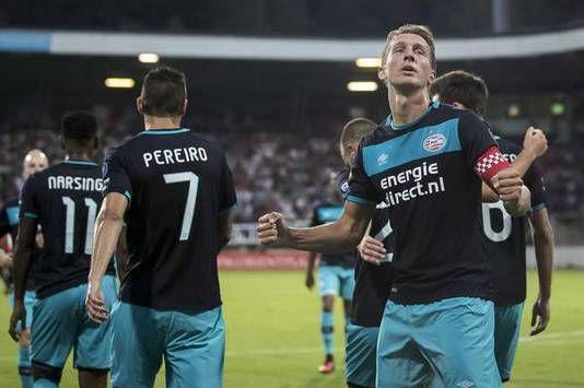 PSV heeft zaterdagavond bij NEC in Nijmegen een eenvoudige avond beleefd. De verdediging van de thuisploeg legde de landskampioen geen strobreed in de weg en met een hoofdrol voor aanvoerder Luuk de Jong (een doelpunt en twee assists) was de wedstrijd al heel snel beslist. De eindstand (0-4) stond na 24 minuten op het scorebord.