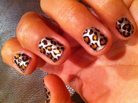 Sally Hansen Salon Effects in Kitty, Kitty
