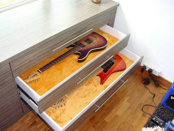 Could also store like this but all our guitars are a different width.