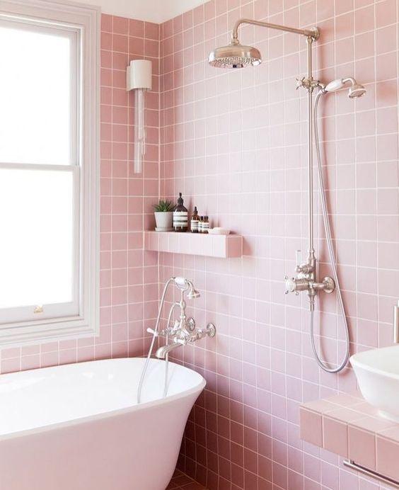 Que tal um banheiro cor de rosa? #vemver inspirações no blog 👆🏻Link na bio ❤️