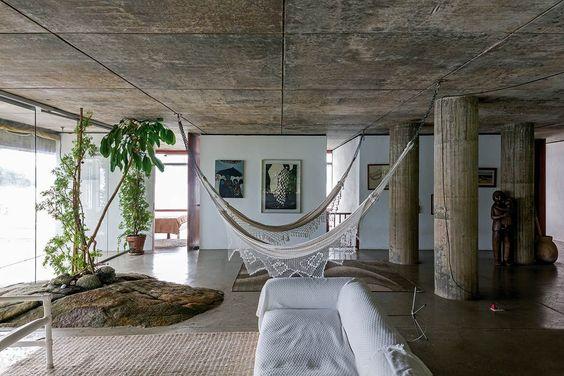 Inspiração para quem quer colocar a rede dentro de casa, como parte da decoração.: