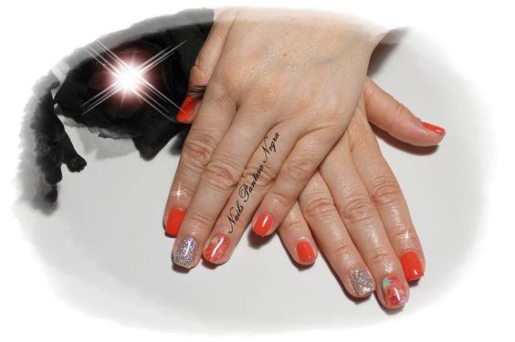 Unhas em gel cor vermelho/alaranjado com nail art feita á mão!