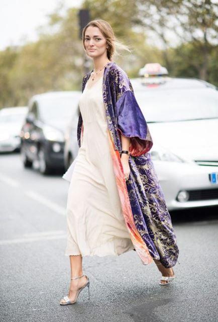 Kimono viola con dettagli oro