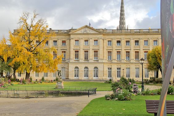Вид на Дворец Роана со стороны Музея изобразительных искусств