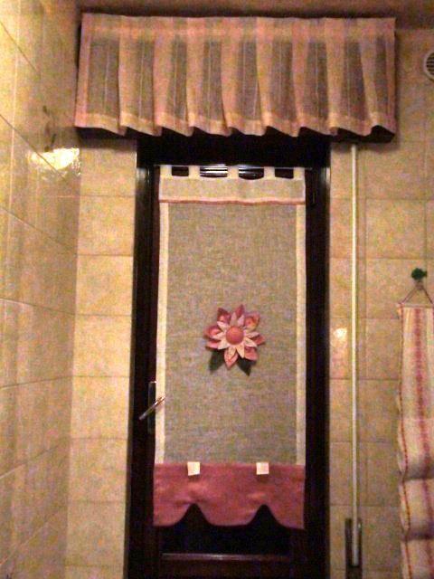 tendina country per bagno con decorazione floreale