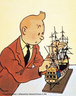 船の模型を手にするタンタンの画像