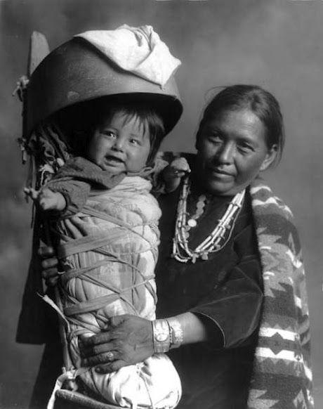 Mulher Navajo e do bebê - cerca de 1930: